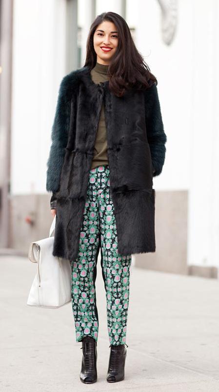 green-emerald-joggers-pants-zprint-green-olive-sweater-black-jacket-coat-fur-black-shoe-booties-white-bag-howtowearfashionstyleoutfit-fall-winter-newyork-fuzz-basic-turtleneck-brun-lunch.jpg