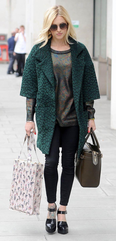 black-skinny-jeans-green-olive-sweater-fearnecotton-metallic-wear-outfit-fashion-fall-winter-green-dark-jacket-coat-black-shoe-sandalh-black-bag-sun-blonde-work.jpg