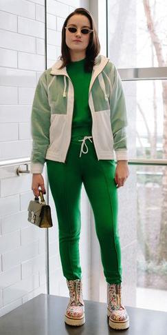green-emerald-joggers-pants-white-jacket-bomber-green-emerald-sweater-sweatshirt-hairr-sun-brown-bag-tan-shoe-booties-combat-athleisure-fall-winter-lunch.jpg