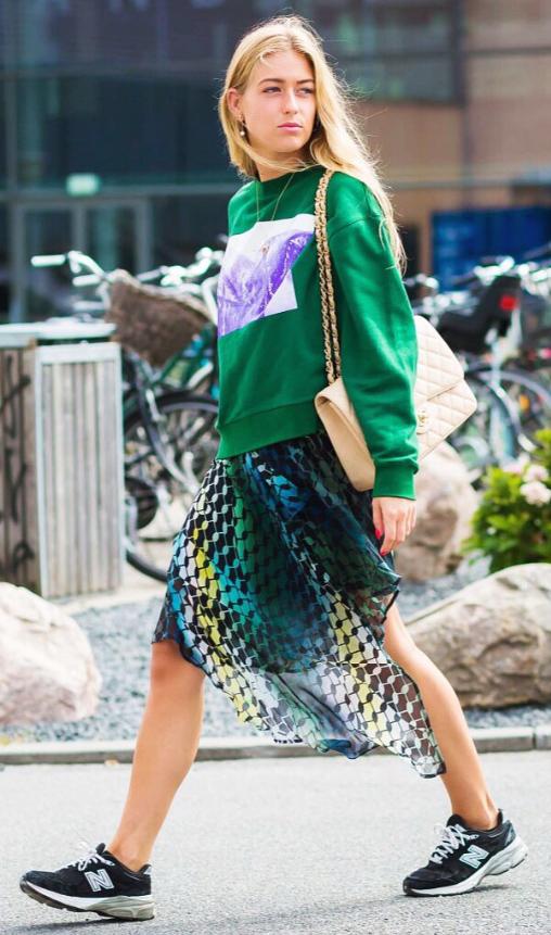 green-emerald-midi-skirt-green-emerald-sweater-sweatshirt-graphic-tan-bag-black-shoe-sneakers-print-blonde-fall-winter-lunch.jpg