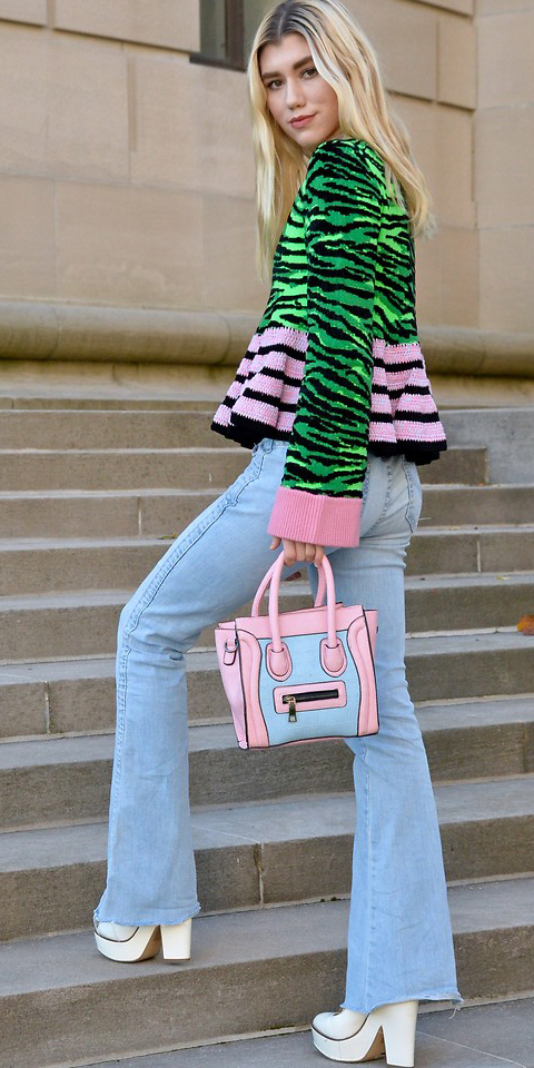 blue-light-flare-jeans-green-emerald-sweater-pink-bag-white-shoe-booties-fall-winter-blonde-lunch.jpg