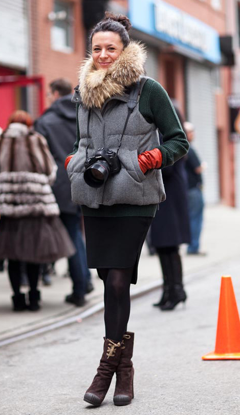 black-pencil-skirt-green-dark-sweater-grayl-vest-puffer-gloves-bun-howtowear-fashion-style-outfit-fall-winter-brown-shoe-booties-black-tights-brun-lunch.jpg