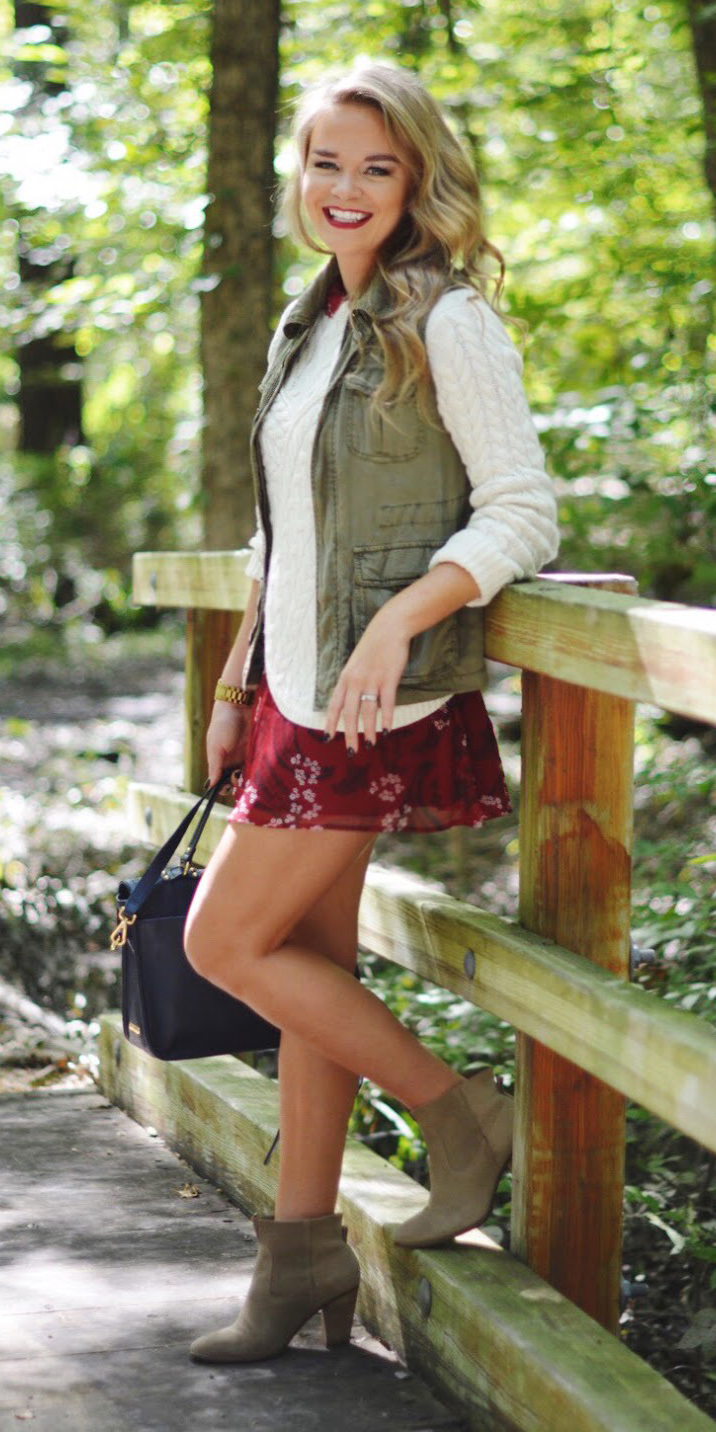 burgundy-dress-mini-floral-print-layer-white-sweater-green-olive-vest-utility-blonde-blue-bag-tan-shoe-booties-fall-winter-lunch.JPG