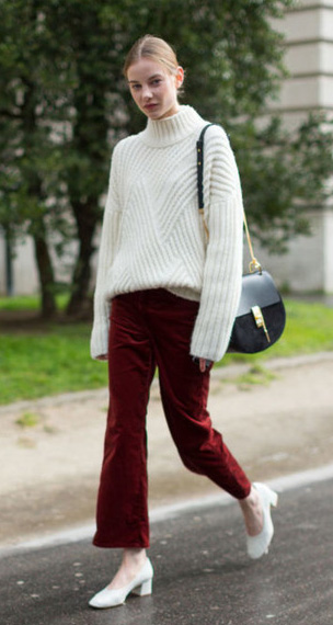 red-crop-jeans-burgundy-white-sweater-turtleneck-white-shoe-pumps-black-bag-bun-fall-winter-blonde-lunch.jpg