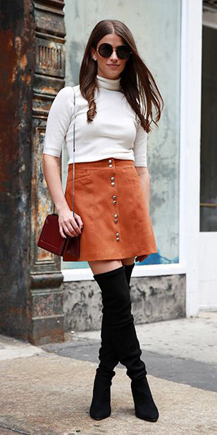 camel-mini-skirt-white-sweater-turtleneck-red-bag-black-shoe-boots-otk-sun-fall-winter-brun-lunch.jpg