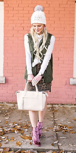 brown-mini-skirt-leopard-print-white-bag-white-sweater-pink-shoe-booties-velvet-beanie-blonde-green-olive-vest-utility-fall-winter-lunch.jpg