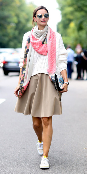 how-to-style-tan-mini-skirt-white-sweater-pink-magenta-scarf-hairr-bun-sun-white-shoe-sneakers-spring-summer-fashion-weekend.jpg