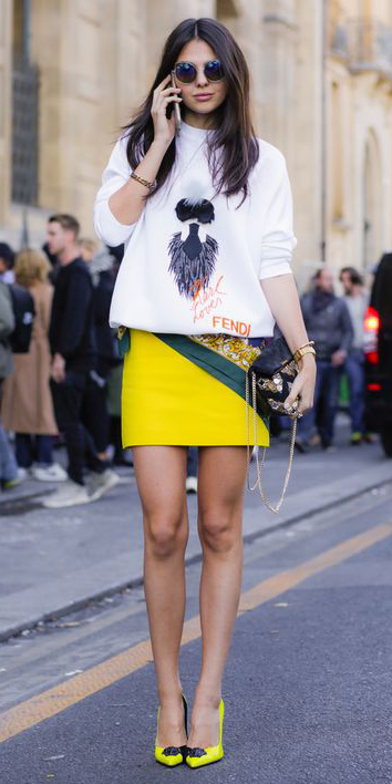 yellow-mini-skirt-white-sweater-sweatshirt-graphic-yellow-shoe-pumps-sun-brun-black-bag-spring-summer-lunch.jpg