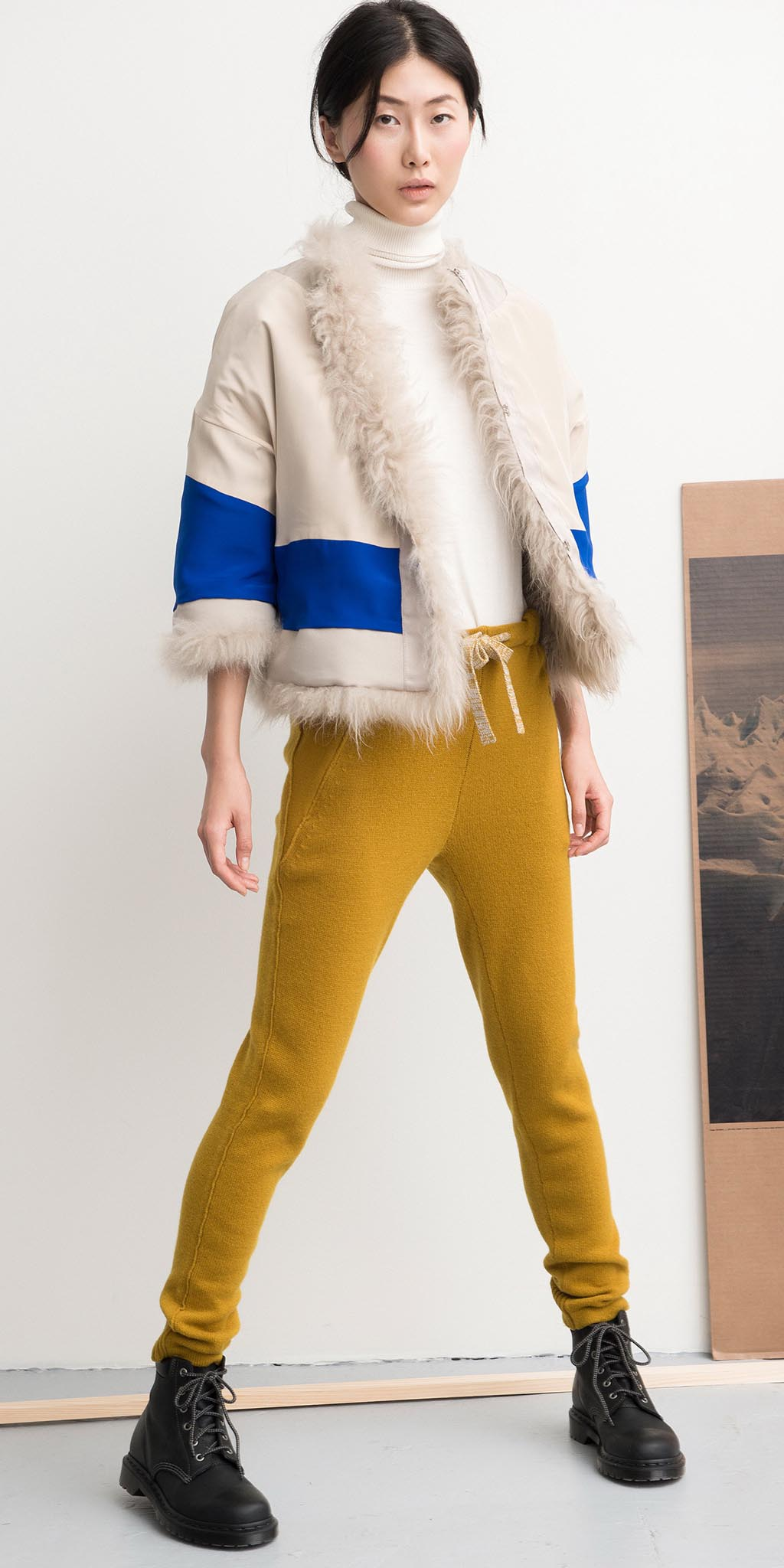 yellow-joggers-pants-white-sweater-black-shoe-booties-white-jacket-shearling-bun-turtleneck-fall-winter-brun-lunch.jpg