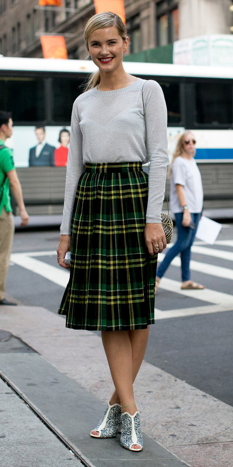 green-emerald-midi-skirt-white-sweater-pony-white-shoe-sandalh-plaid-pleat-wear-outfit-fall-winter-fashion-office-blonde-work.jpg