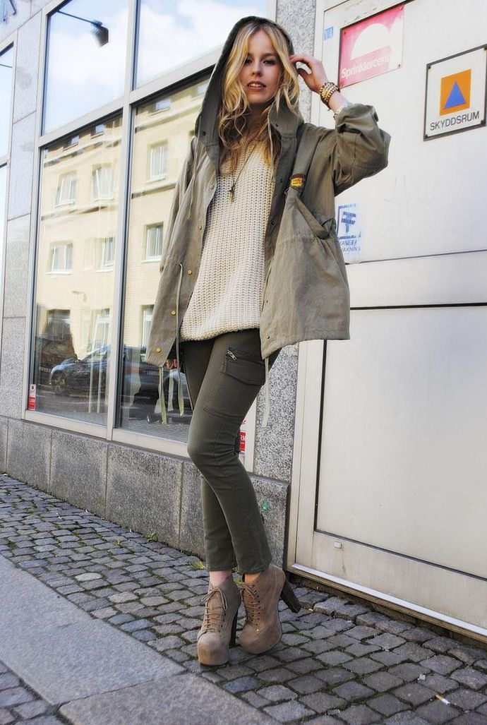 green-olive-skinny-jeans-white-sweater-tan-shoe-booties-blonde-green-olive-jacket-coat-parka-fall-winter-weekend.jpg