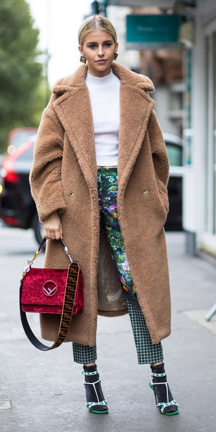 green-emerald-slim-pants-print-white-sweater-turtleneck-camle-jacket-coat-socks-green-shoe-sandalh-red-bag-blonde-bun-earrings-fall-winter-dinner.jpg