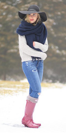 blue-med-skinny-jeans-white-sweater-blue-navy-scarf-blonde-hat-red-shoe-boots-snow-fall-winter-weekend.jpg