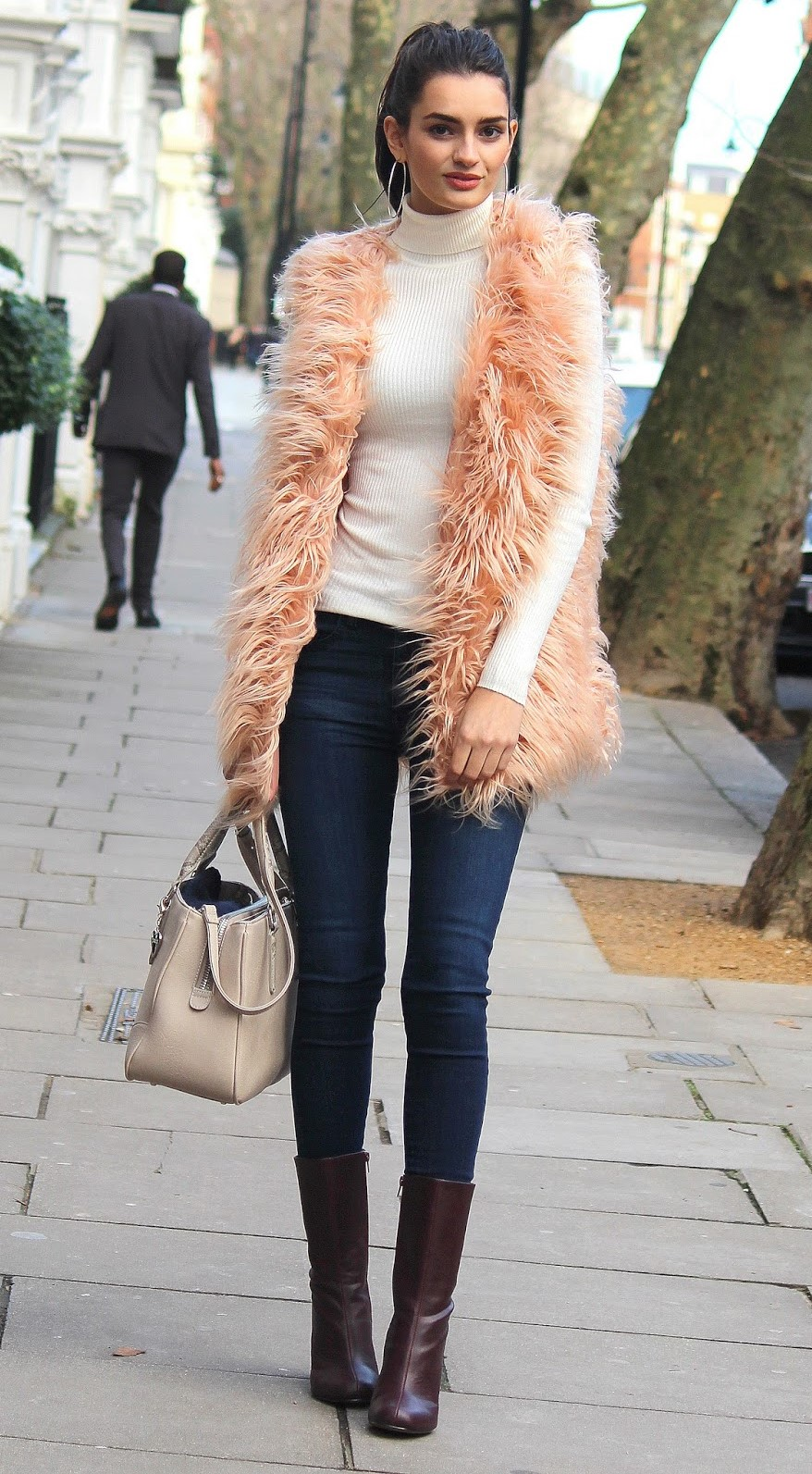 blue-navy-skinny-jeans-white-sweater-turtleneck-peach-vest-fur-brun-hoops-pony-tan-bag-brown-shoe-booties-fall-winter-lunch.jpg