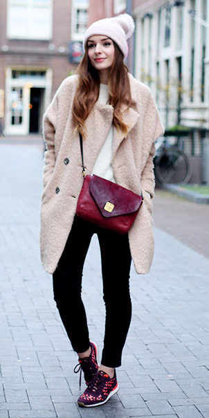 black-skinny-jeans-white-sweater-pink-light-jacket-coat-red-bag-howtowear-fashion-style-outfit-fall-winter-fuzz-burgundy-shoe-sneakers-beanie-hairr-weekend.jpg