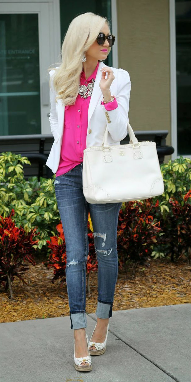 blue-med-skinny-jeans-pink-magenta-collared-shirt-white-bag-bib-necklace-white-jacket-blazer-white-shoe-pumps-spring-summer-blonde-lunch.jpg