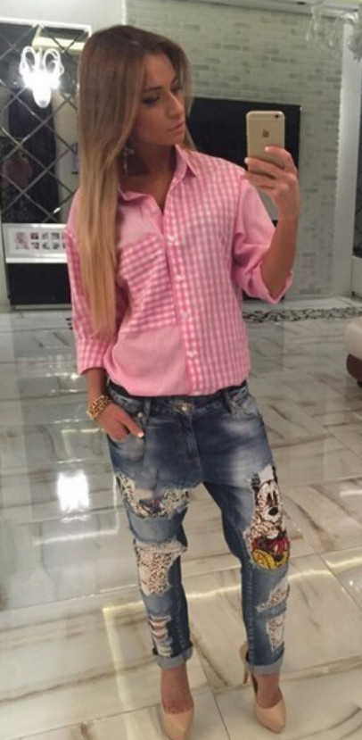 blue-med-boyfriend-jeans-pink-magenta-collared-shirt-gingham-print-tan-shoe-pumps-howtowear-fashion-style-outfit-hairr-spring-summer-lunch.jpg