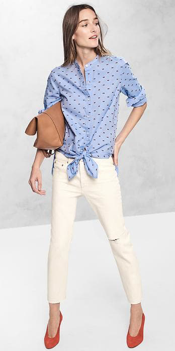 white-skinny-jeans-blue-light-collared-shirt-orange-shoe-pumps-cognac-bag-dot-tie-gap-17-howtowear-fashion-style-outfit-spring-summer-lunch.jpg