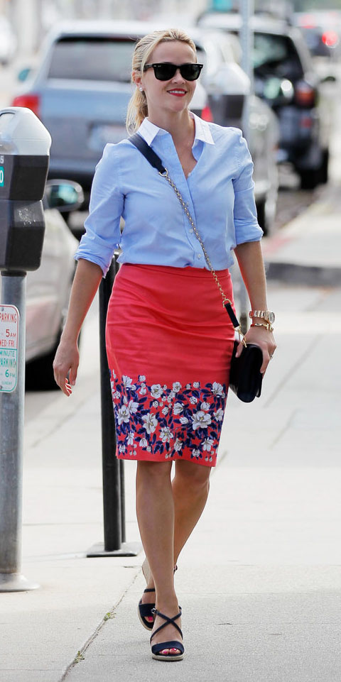 red-pencil-skirt-blue-light-collared-shirt-sun-pony-black-bag-blue-shoe-sandalw-reesewitherspoon-howtowear-style-spring-summer-blonde-lunch.jpg