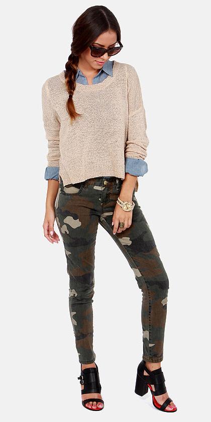green-olive-skinny-jeans-camo-print-blue-light-collared-shirt-black-shoe-sandalh-braid-tan-sweater-fall-winter-hairr-lunch.jpg