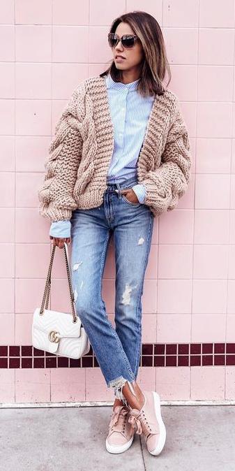 blue-med-skinny-jeans-blue-light-collared-shirt-tan-cardigan-pink-shoe-sneakers-white-bag-brun-sun-fall-winter-weekend.jpg
