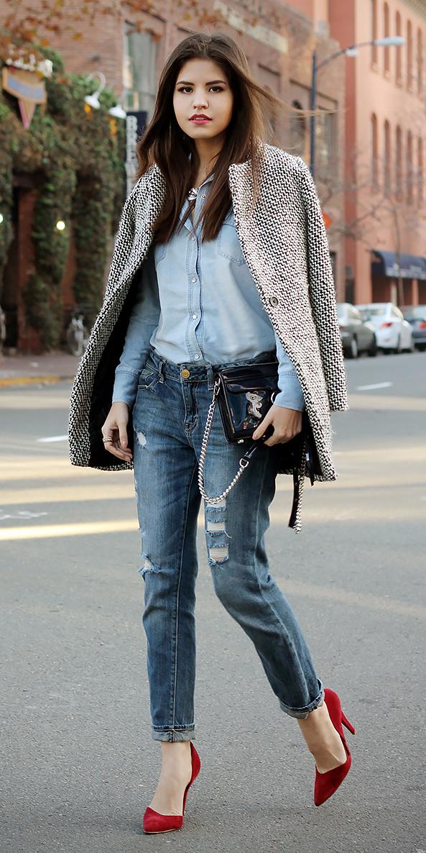 blue-med-skinny-jeans-blue-light-collared-shirt-red-shoe-pumps-white-jacket-coat-black-bag-brun-fall-winter-lunch.jpg