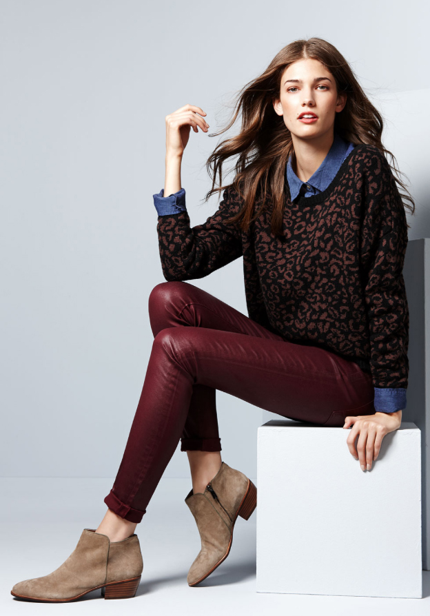 r-burgundy-skinny-jeans-blue-med-collared-shirt-howtowear-style-fashion-fall-winter-brown-sweater-leopard-tan-shoe-booties-chambray-layer-brun-lunch.jpg