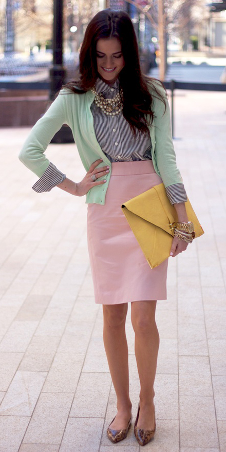 r-pink-light-pencil-skirt-blue-med-collared-shirt-stripe-pearl-bib-necklace-green-light-cardigan-yellow-bag-tan-shoe-flats-howtowear-fashion-style-spring-summer-outfit-brun-lunch.jpg