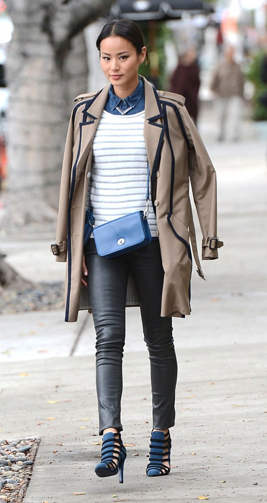 black-slim-pants-blue-med-collared-shirt-white-sweater-bun-howtowear-blue-bag-blue-shoe-sandalh-tan-jacket-coat-trench-leather-jamiechung-layer-fall-winter-brun-lunch.jpg