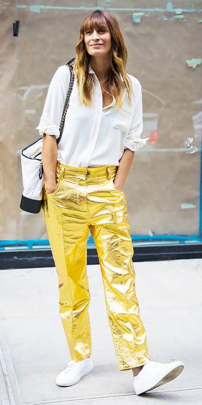 yellow-boyfriend-jeans-metallic-gold-white-collared-shirt-hairr-white-bag-white-shoe-sneakers-fall-winter-lunch.jpg