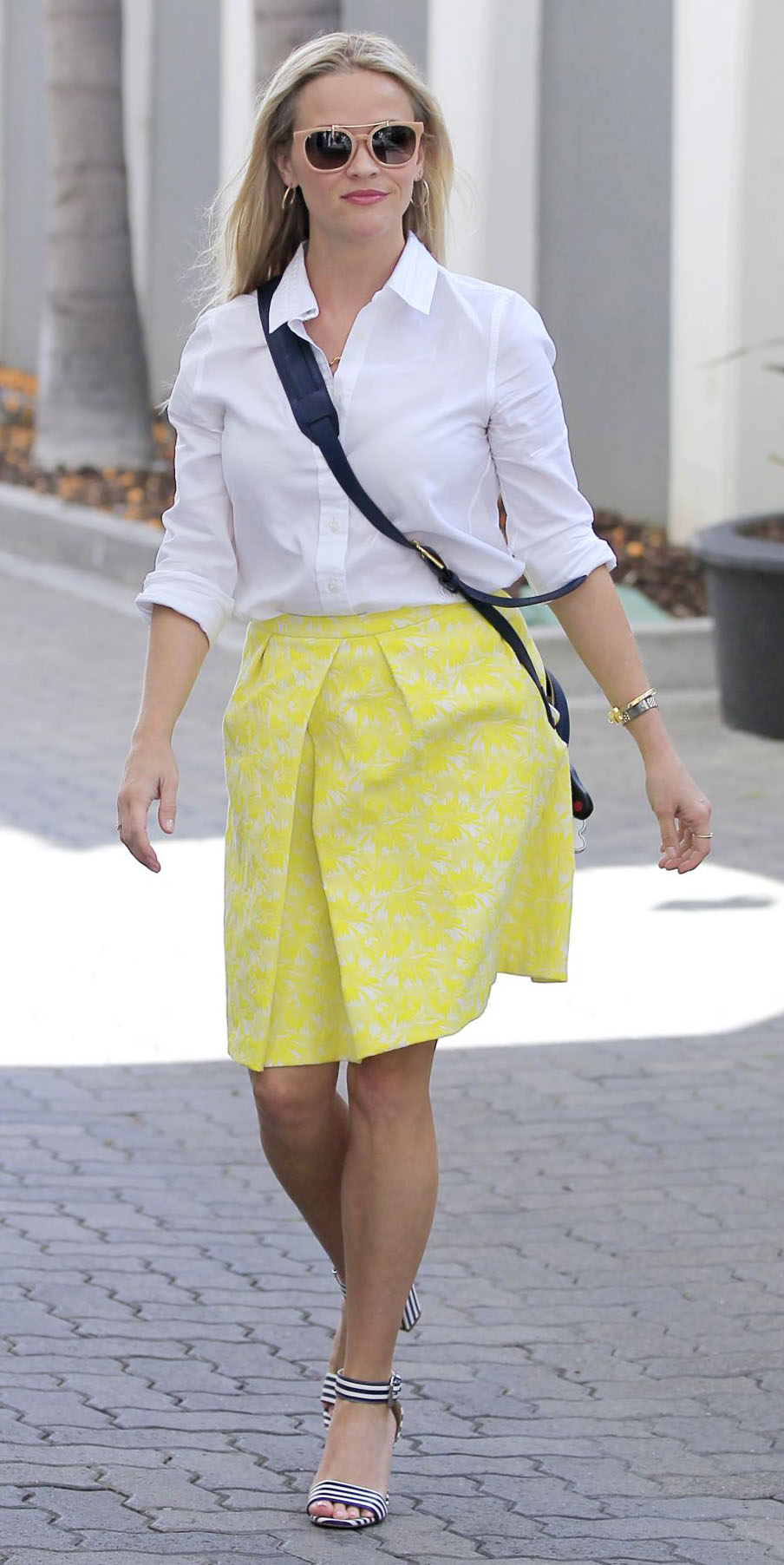 yellow-mini-skirt-white-collared-shirt-sun-reesewitherspoon-howtowear-style-spring-summer-blonde-work.jpg