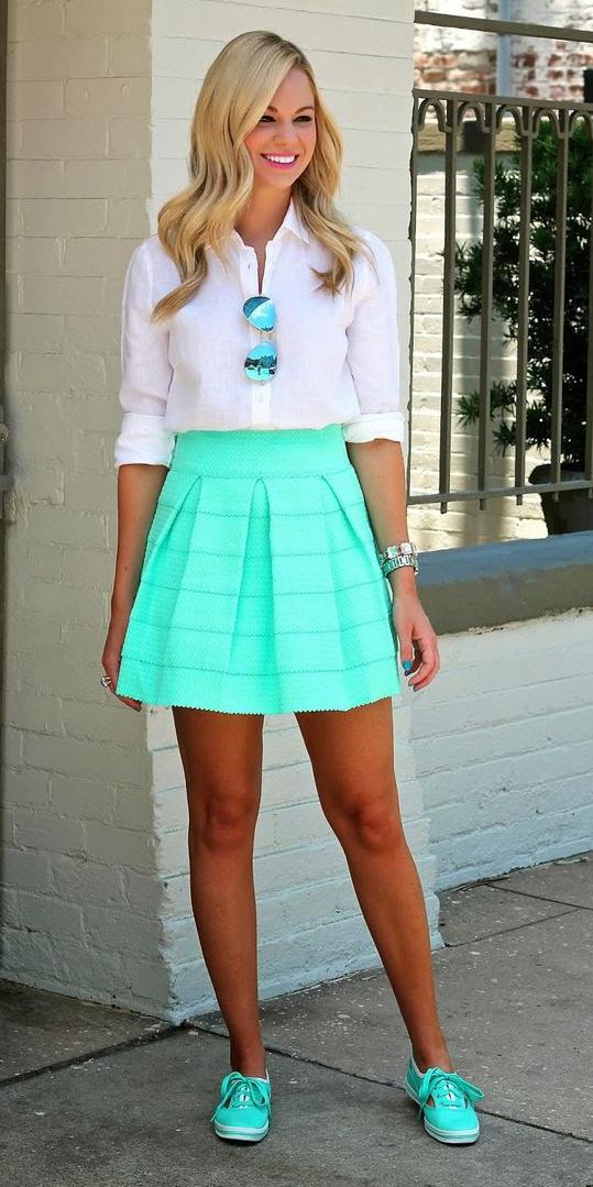 green-light-mini-skirt-white-collared-shirt-wear-style-fashion-spring-summer-sun-green-shoe-sneakers-blonde-lunch.jpg