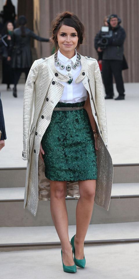 green-emerald-pencil-skirt-white-collared-shirt-necklace-brooch-green-shoe-pumps-braid-fall-winter-brun-dinner.jpg