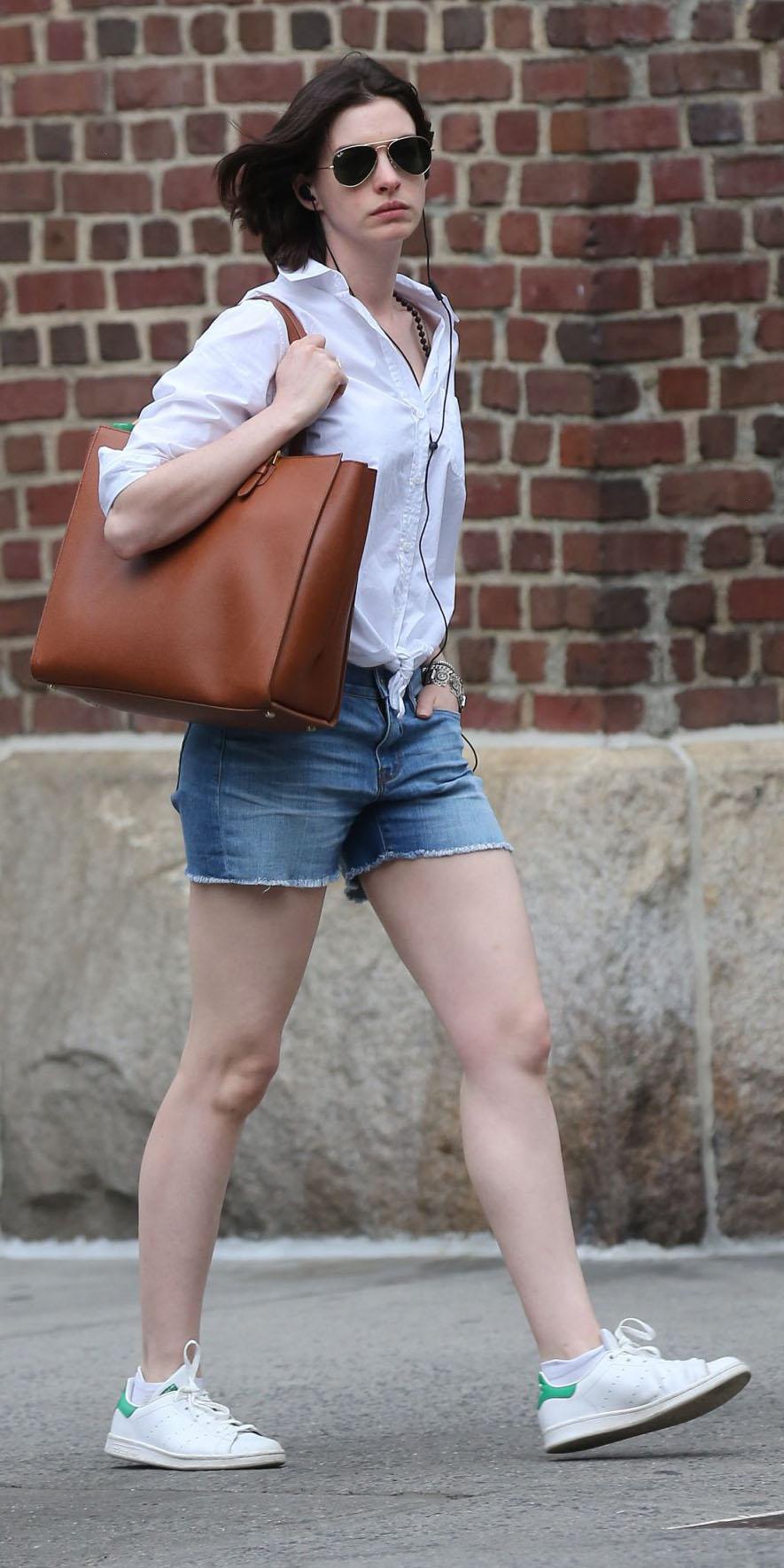 blue-med-shorts-denim-white-collared-shirt-cognac-bag-tote-sun-white-shoe-sneakers-annehathaway-spring-summer-weekend.jpg