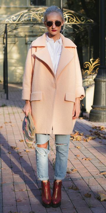 blue-light-boyfriend-jeans-peach-jacket-coat-brown-shoe-booties-blonde-sun-white-collared-shirt-fall-winter-lunch.jpg