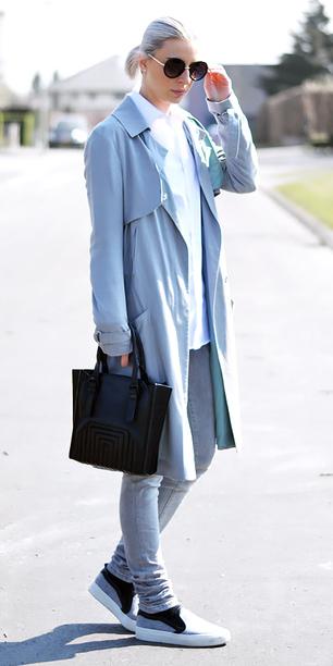 grayl-skinny-jeans-white-collared-shirt-blonde-pony-sun-black-bag-grayl-shoe-sneakers-blue-light-jacket-coat-trench-fall-winter-weekend.jpg