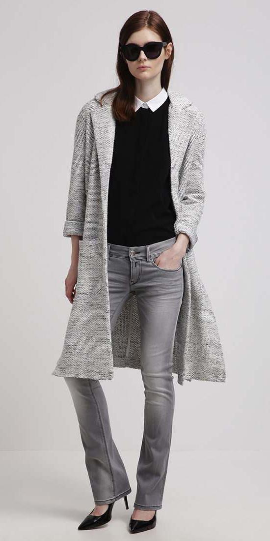 grayl-flare-jeans-grey-black-sweater-white-collared-shirt-grayl-jacket-coat-sun-black-shoe-pumps-coatigan-fall-winter-hairr-lunch.jpg