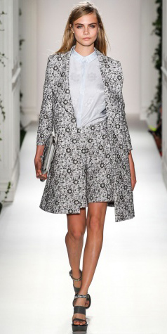 grayl-shorts-grayl-collared-shirt-grayl-jacket-coat-print-match-gray-shoe-sandalw-howtowear-fashion-style-outfit-spring-summer-bermuda-blonde-lunch.jpg