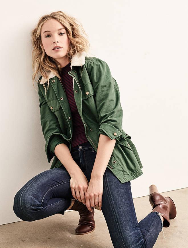 blue-navy-skinny-jeans-r-burgundy-tee-howtowear-style-fashion-fall-winter-green-olive-jacket-utility-brown-shoe-booties-gap-outfit-blonde-weekend.jpg