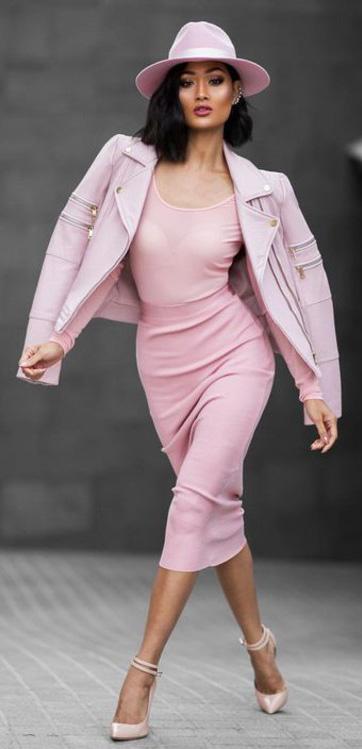 pink-light-midi-skirt-pink-light-tee-mono-hat-pink-shoe-pumps-pink-light-jacket-moto-spring-summer-brun-dinner.jpg
