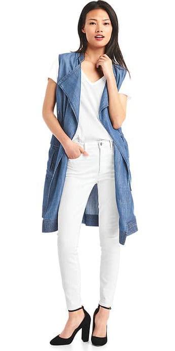 white-skinny-jeans-white-tee-blue-med-vest-utility-trench-black-shoe-pumps-brun-spring-summer-lunch.jpg