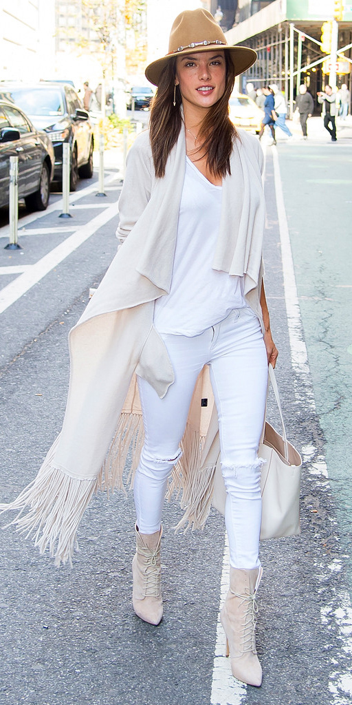 white-skinny-jeans-white-tee-alessandraambrosio-howtowear-style-fashion-fall-winter-white-cardiganl-white-shoe-booties-hat-earrings-mono-model-street-brun-lunch.jpg