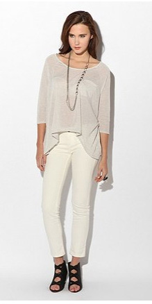 white-crop-jeans-white-tee-drape-necklace-black-shoe-sandalh-wear-fashion-style-spring-summer-brunette-lunch.jpg