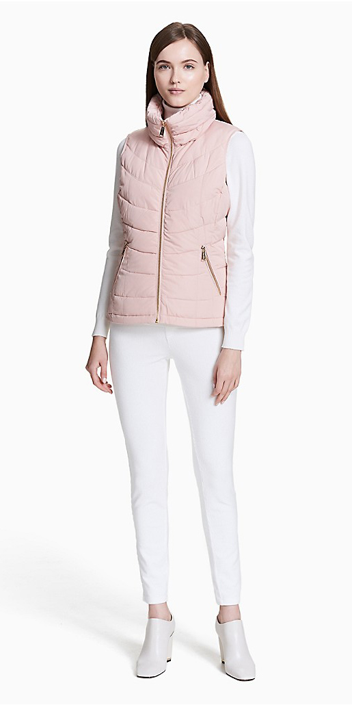 white-shoe-booties-white-skinny-jeans-pink-light-vest-puffer-white-tee-hairr-fall-winter-weekend.jpg