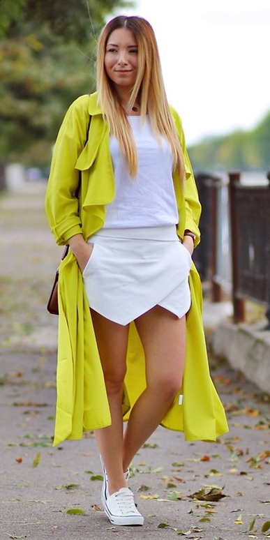 white-mini-skirt-white-tee-white-shoe-sneakers-blonde-yellow-jacket-coat-trench-spring-summer-weekend.jpg