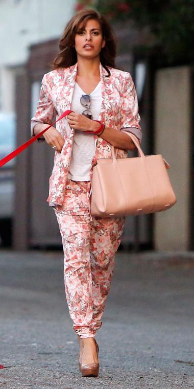r-pink-light-joggers-pants-zprint-white-tee-pink-light-jacket-blazer-tan-bag-tan-shoe-pumps-wear-style-fashion-spring-summer-floral-brun-evamendes-celebrity-lunch.jpg