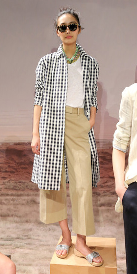 o-tan-culottes-pants-white-tee-black-collared-shirt-gingham-sun-brun-necklace-gray-shoe-sandals-spring-summer-style-fashion-wear-slides-jcrew-weekend.jpg