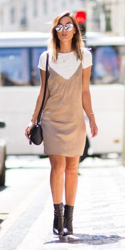 tan-dress-slip-white-tee-layer-black-shoe-booties-sun-howtowear-fall-winter-hairr-lunch.jpg