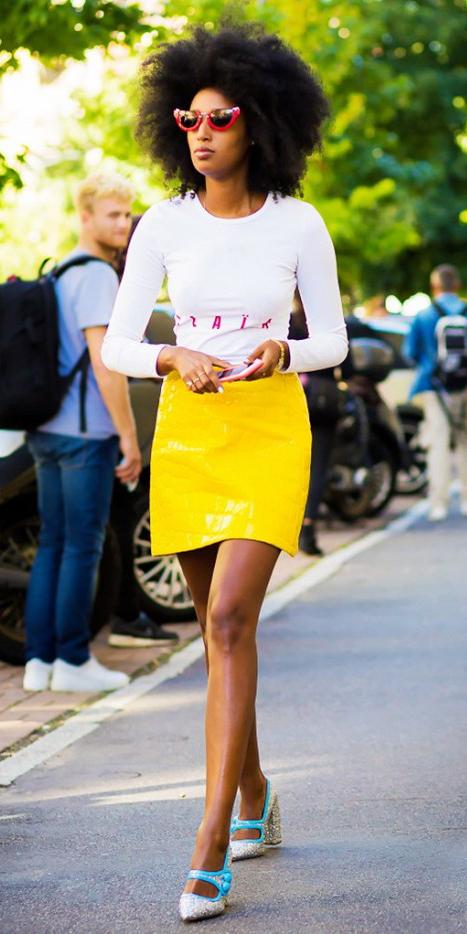 yellow-mini-skirt-white-tee-sun-wear-style-fashion-spring-summer-tan-shoe-pumps-brun-lunch.jpg