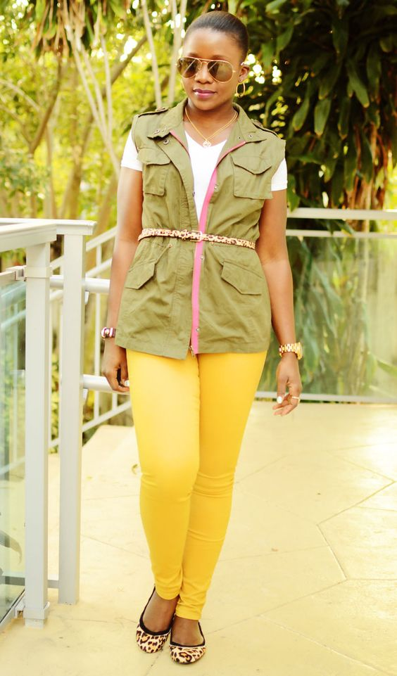 yellow-skinny-jeans-tan-shoe-flats-belt-skinny-white-tee-brun-bun-sun-green-olive-vest-utility-spring-summer-weekend.jpg
